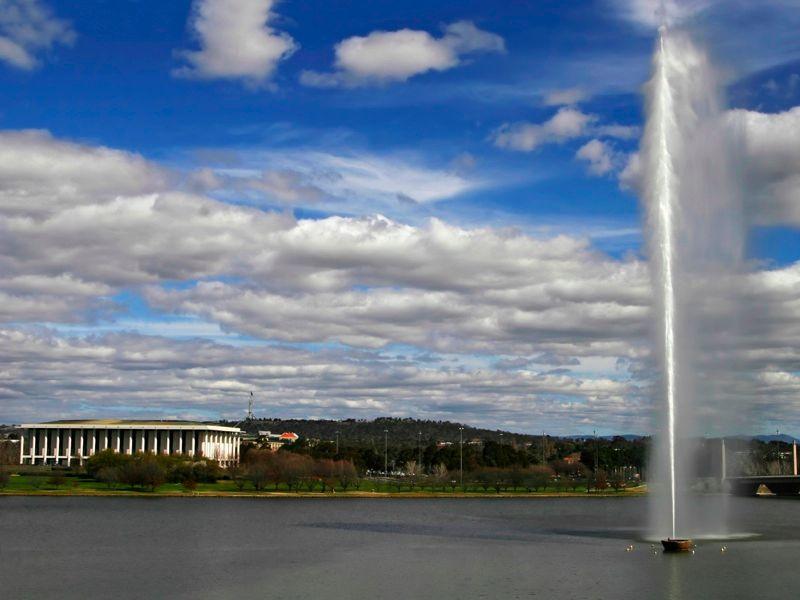 Canberra%20fountain.jpg